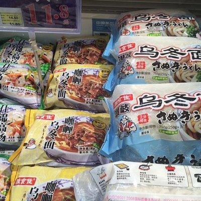 店内商品に日本語も多いです