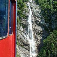 Seilbahn vor dem Wasserfall