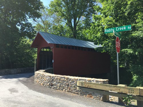 Roddy Road covered bridge, view with street sign