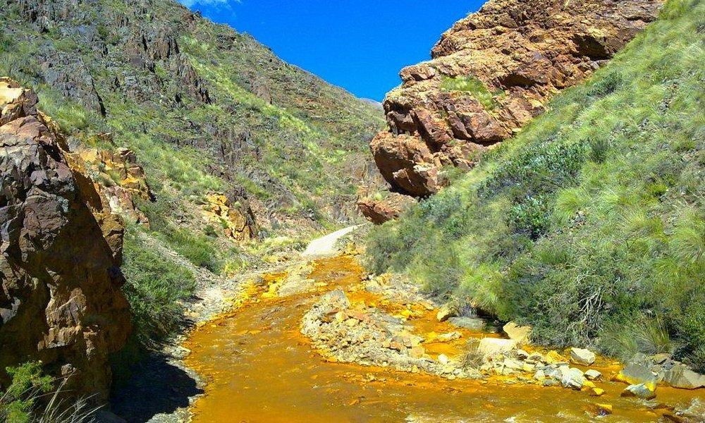 camino a la mejicana, se transita por este rio amarillo
