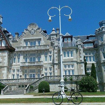 El Palacio y nuestras bicis todo un clásico.