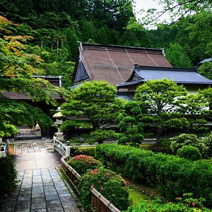 Room and exterior of Shojoshin-In