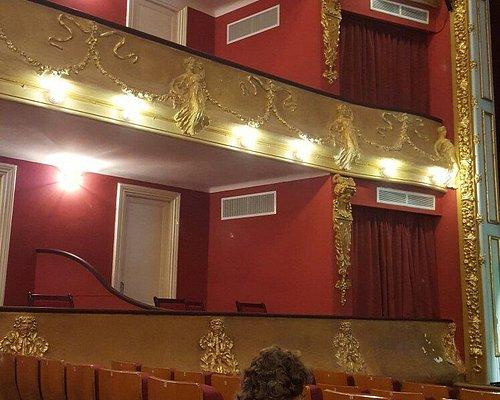 Interior del remozado teatro