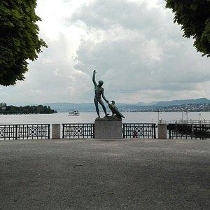 estatua-de-ganimedes.jpg?w=300&h=300&s=1