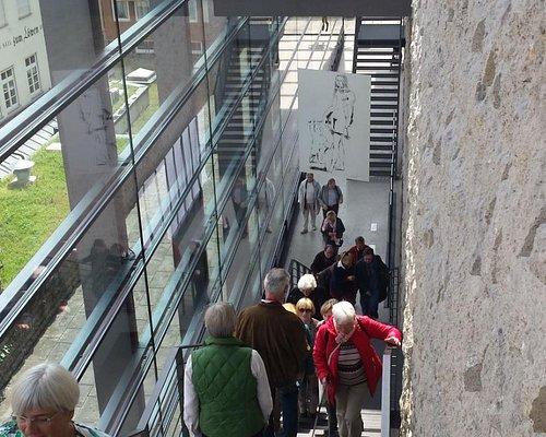 Viele Treppen, es gibt natürlich einen Aufzug