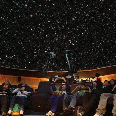 En la sala Planetario logramos simular hasta 3500 estrellas y recrear el cielo limeño despejado.