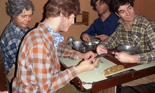 Pause repas : la vaisselle ne se lavait pas, mais était bien léchée