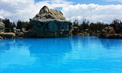 Il vulcano e la sua grande laguna blu
