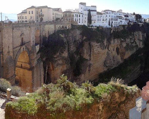 Вид на Новый мост со смотровой площадки