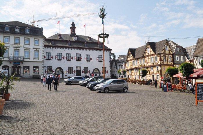 Главная площадь с мэрией