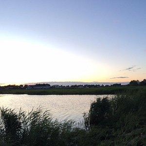 夏だと22:30頃に夕暮れが見られます。