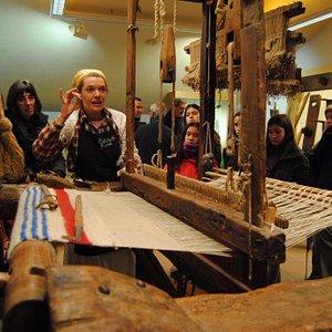 a partir de los objetos y herramientas se habla de los artesanos y la vida tradicional en el Pir