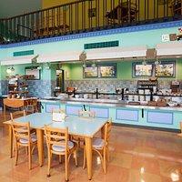 餐廳用的很柔和的色調,要待人多時才會開放樓上了