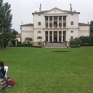 A fellow classmate drawing a quick sketch of the Villa.
