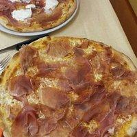 Pizza normale e pizza baby = enormi