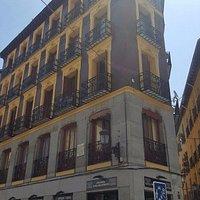 Otra esquina con la arquitectura bella de Madrid de la visita.