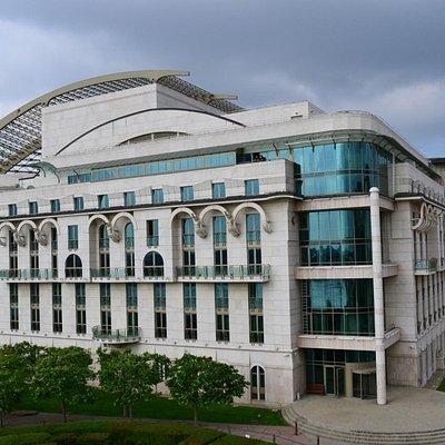 Seitenansicht des Nationaltheaters