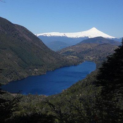 Lago Tilquilco y Volcan Villarrica