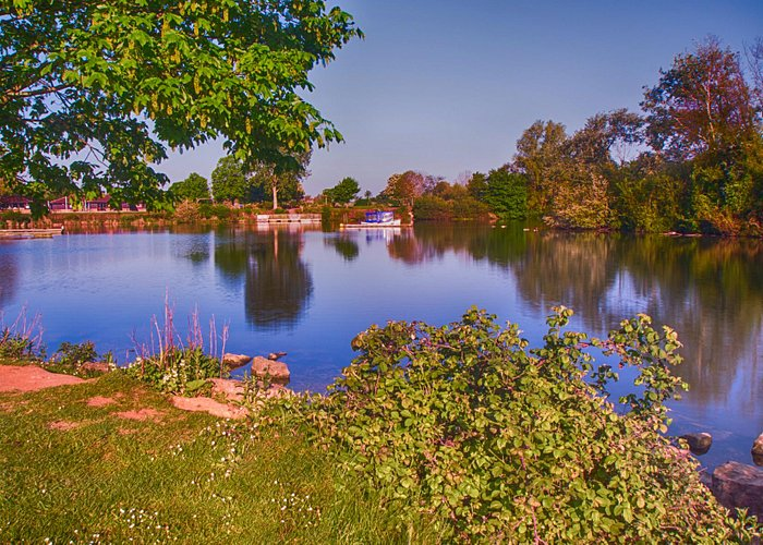 Overton Lake, looking toward the cafe'