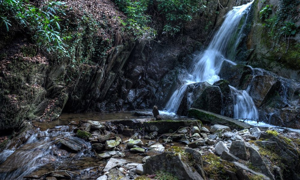 Small waterfall at the top edge of the Wilton Lodge Park