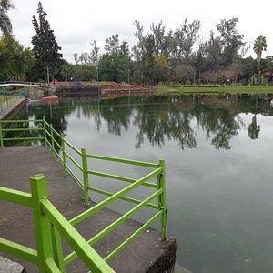 Vista del lago y sus puentes