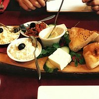 Starters breads and dips, delicious and presented very nicely.