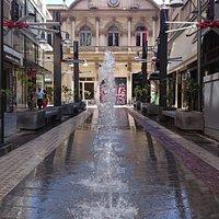Τα συντριβάνια στην Πλατεία Χρηματιστηρίου (οδός Συγγρού) Θεσσαλονίκη