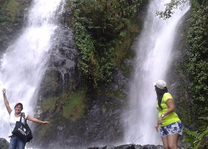 AVENTURA   en  las 7 Cascadas de Bucay a 1h:30 de Guayaquil