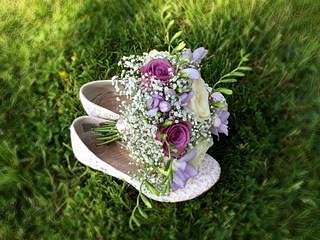 Flowers and shoes, perfect colours for our day