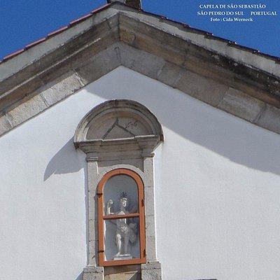 Detalhes da fachada da Cap S Sebastião :nicho e data 1696.Em S P do Sul,Portugal. Foto: Cida Wer
