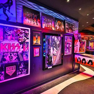 KISS by Monster Mini Golf Gallery 2016