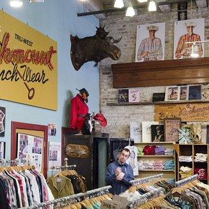 Fantastico negozio di abbigliamento cowboy
