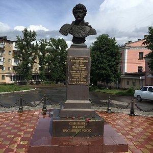 Памятник герою Отечественной войны 1812 года А.Н. Сеславину