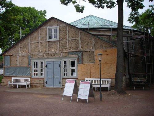 Von außen unscheinbar - und derzeit in Renovierung: Goethe Theater Bad Lauchstädt bei Leipzig