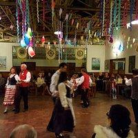 Dança típica