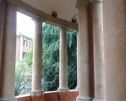 Our walk up along the Portico di San Luca