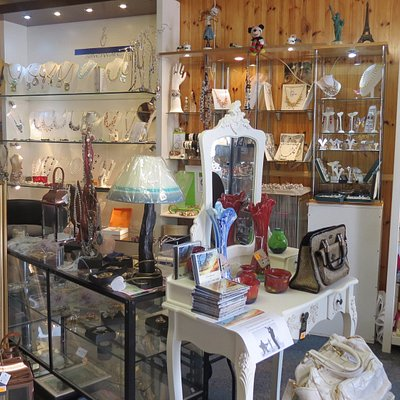 Some of the wonderful designer jewellery & crafts available @ Hubbert's Crafts