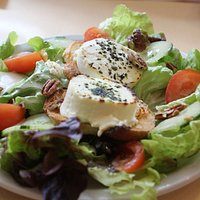 Salad with goat cheese crostinis