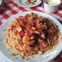 El mejor restaurante italiano en el que he estado.   Recomiendo la pasta a la marinera. Sin duda