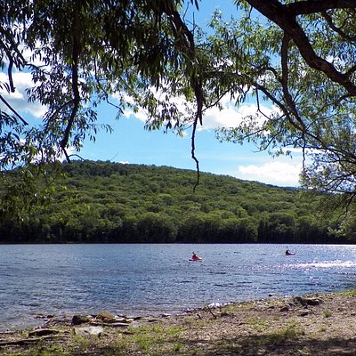Kayakers at Harriman Resevoir