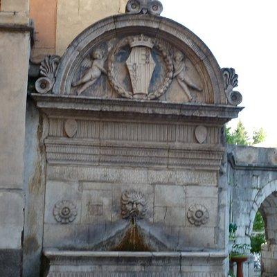 Fontana del Vecchio - by day