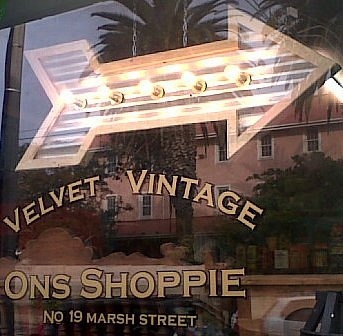 OnsShoppie @ Velvet Vintage on Marsh Str