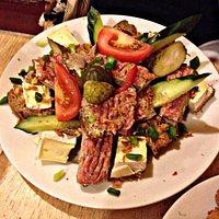 montaditos variados, con queso, pate, embutido y carne picada