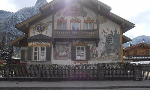 Kofel atrás da casa que achei mais linda em Oberammergau.