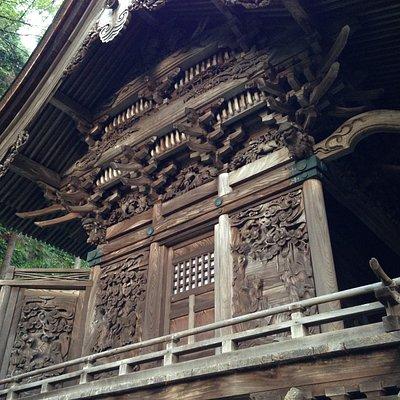 社殿の木細工が素晴らしい