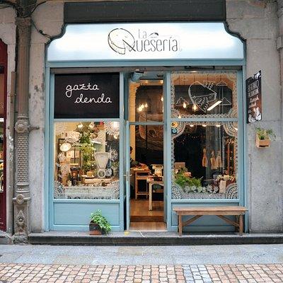 La fachada de La Quesería en el Casco Viejo de Bilbao