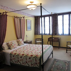 Beautifully furnished bedroom, light and airy