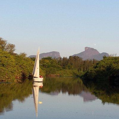 """Pantanal Carioca"", velejando no pequeno paraíso urbano de Marapendi"