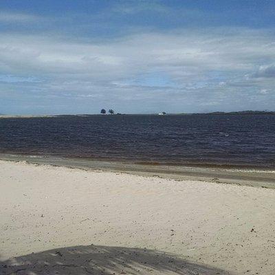 Laguna adjacente à praia de carapebus