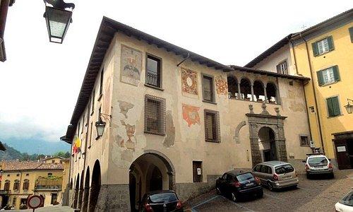 вход со стороны piazza S.Andrea